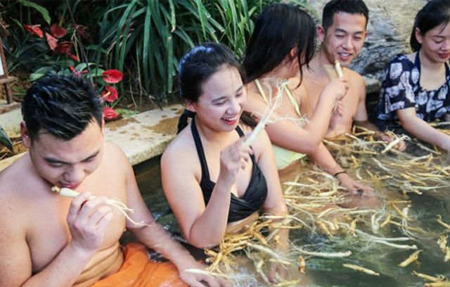 В Китае отдыхать в ваннах с обыкновенной водой уже не актуально