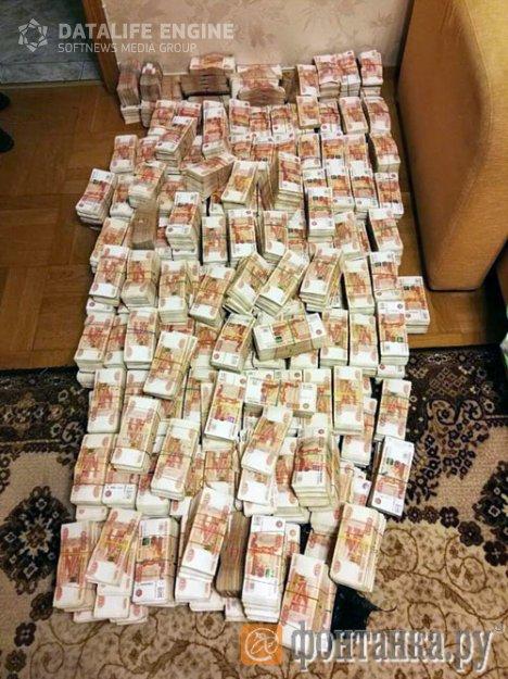 В Петербурге полицейские достали из старого дивана 605 млн рублей