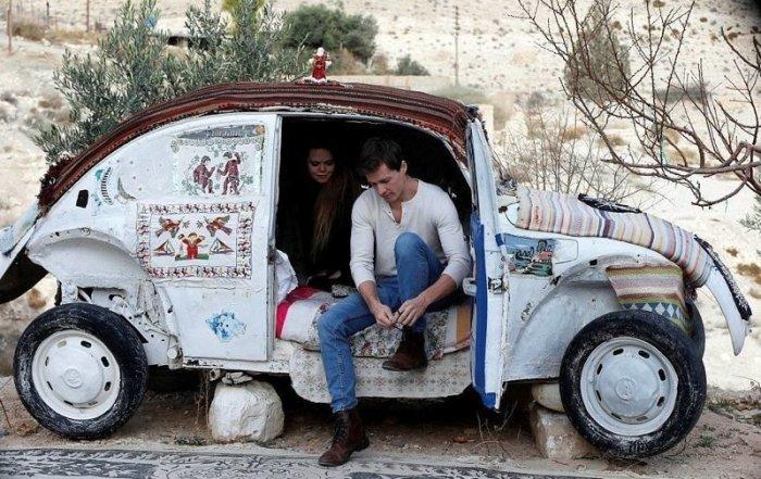 Житель Иордании открыл самый маленький отель в мире