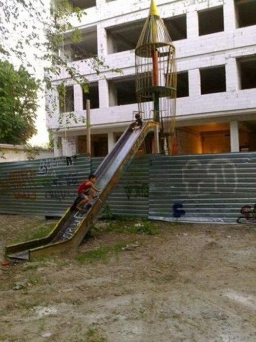 Жизнь - боль: самые странные, смешные и страшные детские площадки (фото)