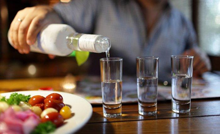 """""""Подарок"""" года: в России предложили понизить градус водки"""