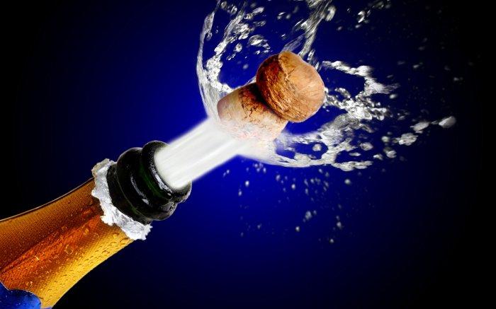 Врачи избавили московскую пенсионерку от пробки из-под шампанского