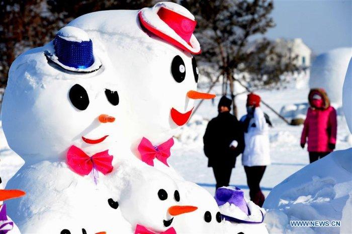Китайцы слепили 2018 снеговиков в честь Нового года
