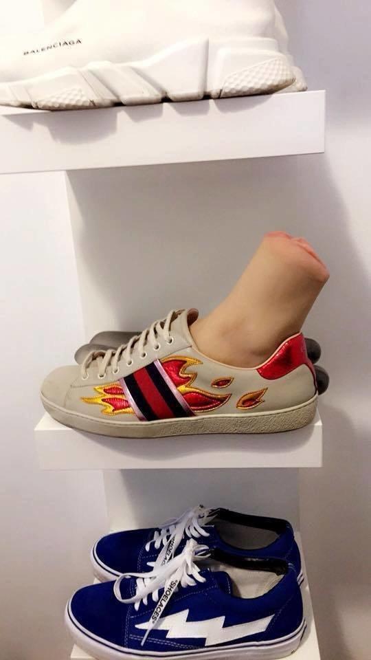Парень заказал обувь, а получил вагину в ноге