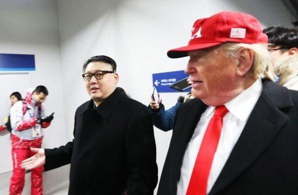 Кем Чен Ын продефилировал с Трампом перед болельщиками и станцевал