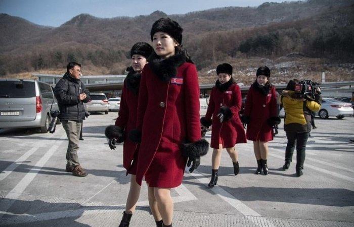 В Пхенчхан высадился десант болельщиц из Северной Кореи