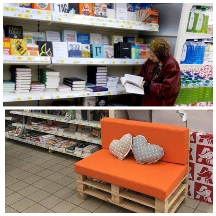 Читающей одинокой бабушке в супермаркете сделали собственный диванчик
