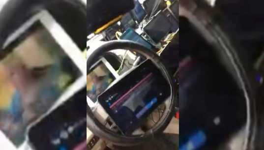 Иду по приборам: таксист угнездил в своей машине 21 монитор