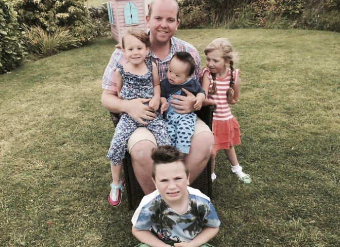 Гей-одиночка воспитывает четверых необычных детей