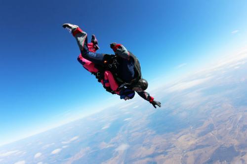 Герой-инструктор спас девочку, когда парашют не раскрылся