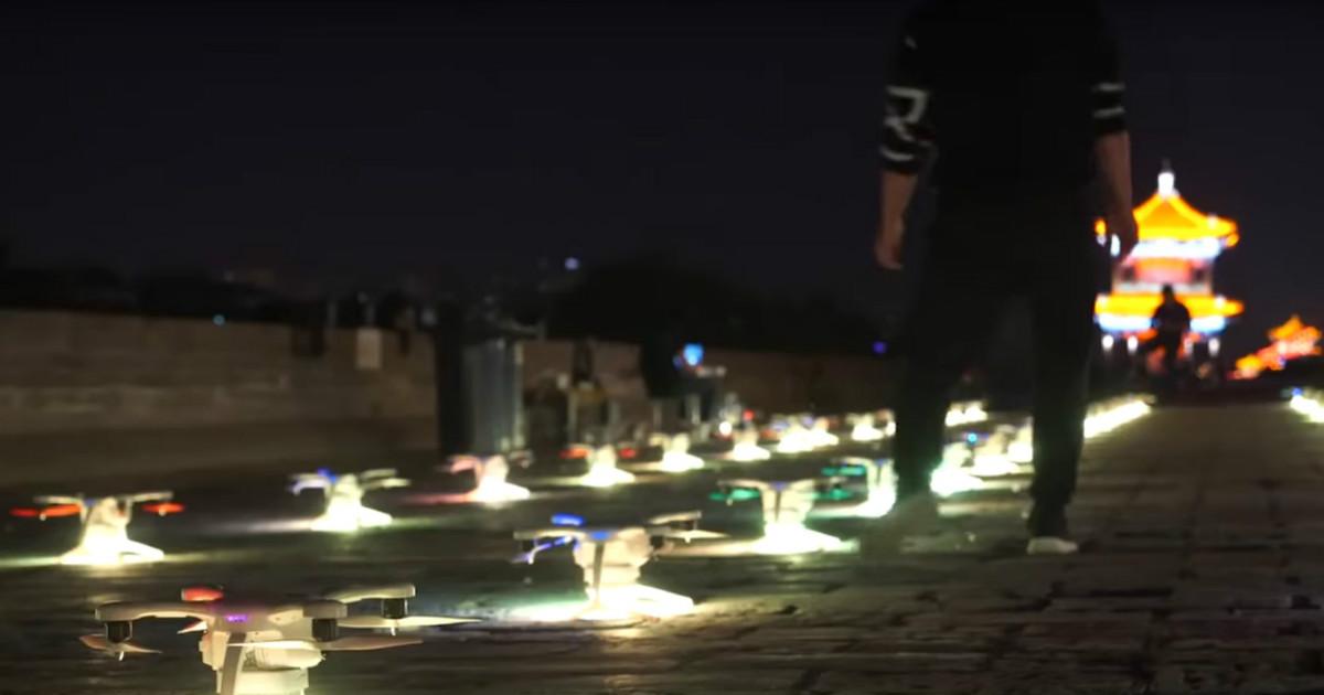 Рекордное количество дронов взлетело в воздух на световом шоу в Китае