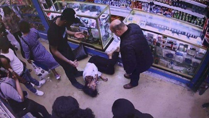 Камеры сняли мучения девушки, облитой кислотой