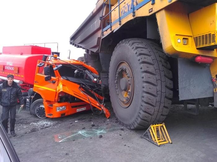 Что происходит с КамАЗом, угодившим под БелАЗ