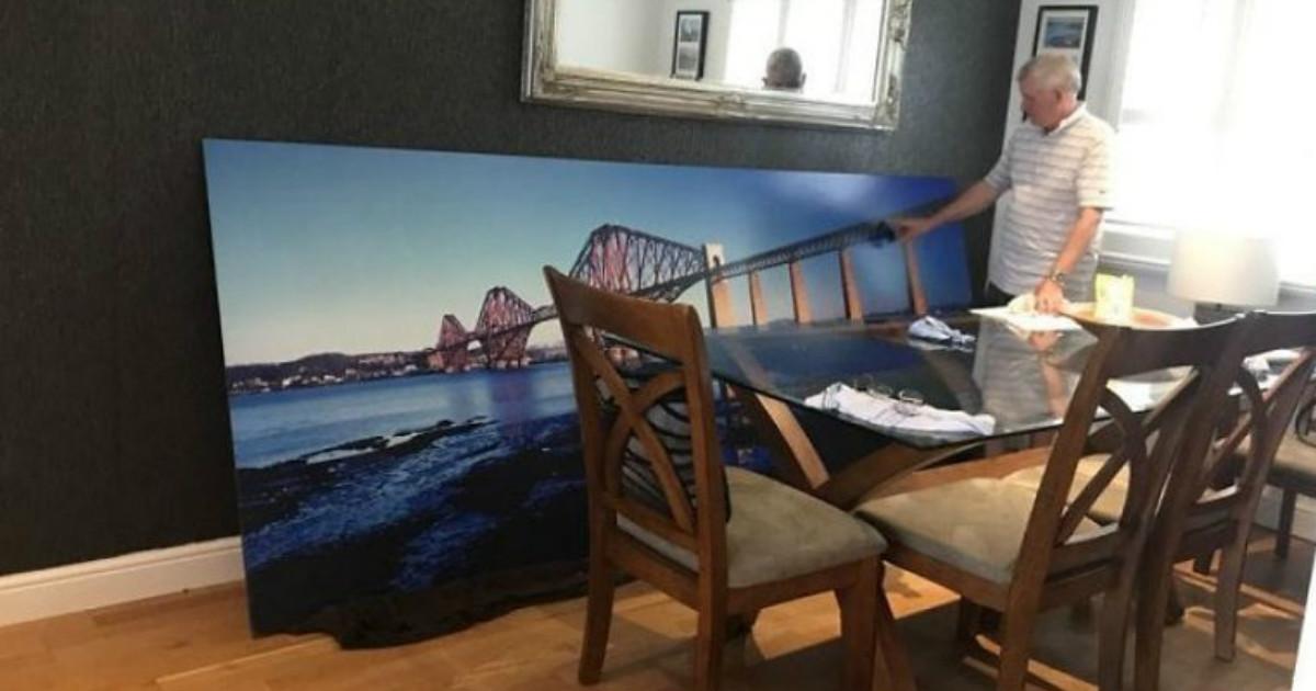 Купив картину с железнодорожным мостом, дома мужчину ждали только насмешки и недоумение