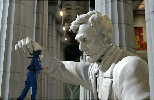 В музеях и выставочных залах каждый развлекается как может